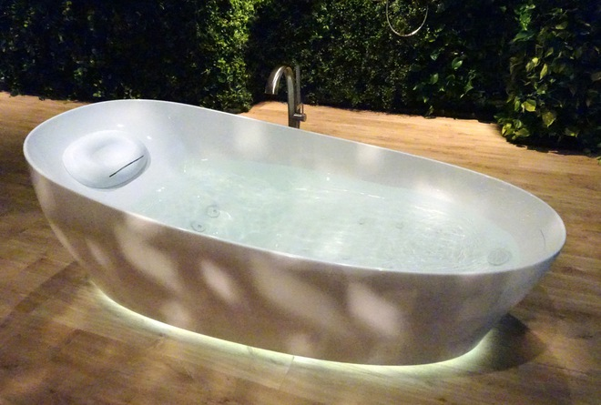 Sau bồn cầu công nghệ cao, công ty Nhật ra mắt bồn tắm kích thích não