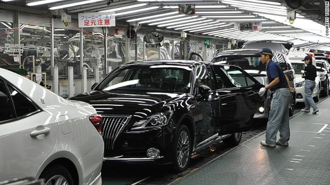 Bị ông Trump cảnh cáo 'mang' nhà máy tới Mexico, Toyota mất ngay tỉ đô