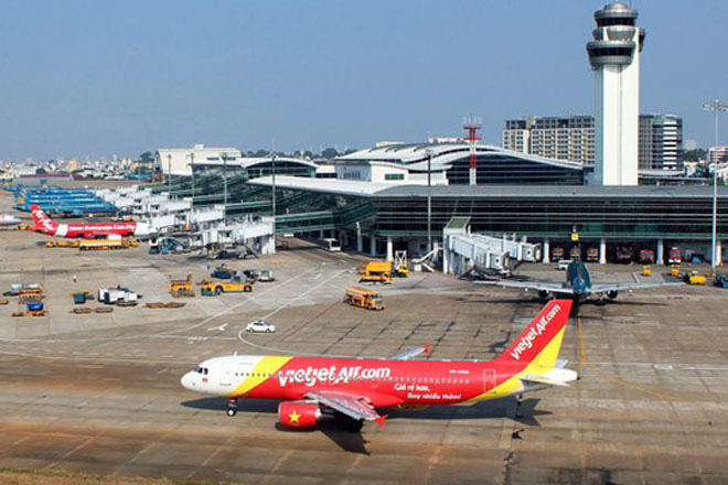 """Đề xuất áp giá sàn vé máy bay nội địa: Thiệt khách hàng, """"hành chính hoá"""" thị trường"""