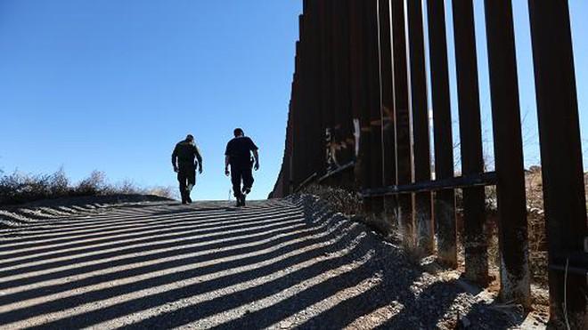 Bức tường dọc biên giới Mỹ - Mexico đắt gần gấp đôi dự tính của ông Trump