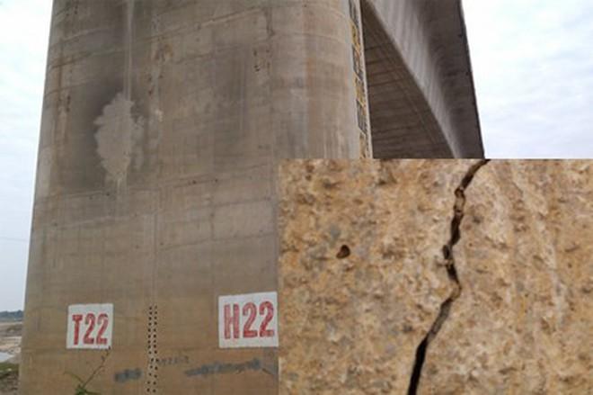 Cận cảnh vết nứt dọc trụ H22 tại cầu Vĩnh Tuy