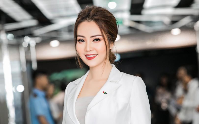 """MC, Á hậu Thụy Vân: Khi tôi khởi nghiệp, ông xã nói đùa """"Kinh doanh kiếm ra tiền còn khó hơn cả đạt giải Nobel"""""""