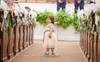 Câu chuyện ít ai biết đằng sau bức ảnh đáng yêu của cô bé phù dâu nhí 3 tuổi khiến nhiều người có thêm niềm tin vào cuộc sống