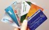 Doanh nghiệp trả lương qua thẻ ATM của ngân hàng lớn, nhưng sử dụng thẻ ATM của những ngân hàng này có thực sự lợi hơn?