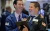 Kỳ vọng về việc Fed hạ lãi suất được thúc đẩy, Dow Jones lần đầu tiên trong lịch sử bứt phá vượt mốc 27.000 điểm