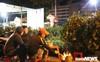 Ảnh: Tiểu thương vạ vật trắng đêm canh tài sản ở chợ hoa Tết lớn nhất TP Buôn Ma Thuột