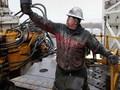 Giá dầu thô Mỹ mất mốc 50USD/thùng