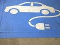 Bloomberg: Xe điện sẽ sớm có giá rẻ hơn xe chạy bằng xăng!
