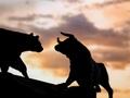 QCG bất ngờ tăng trần, thị trường quay đầu giảm điểm với thanh khoản sụt giảm