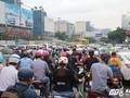 Hàng ngàn phương tiên chôn chân tại cửa ngõ sân bay Tân Sơn Nhất