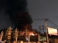 Gara ôtô cháy rụi trong đêm