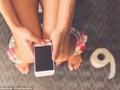 Điện thoại biến thành ổ bệnh khi rời nhà vệ sinh