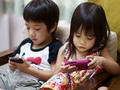 Tiếp xúc quá nhiều với các thiết bị điện tử có thể gây nghiện và vấn đề tự kỷ ở trẻ nhỏ?