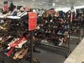 """Nhiều trung tâm mua sắm trở thành những """"thị trấn ma"""" hiện đại?"""