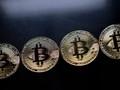 """Hai dấu hỏi lớn về tương lai của bitcoin đằng sau """"cơn điên"""" tăng giá"""