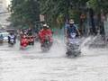Nhiều đường ở Sài Gòn ngập sau mưa lớn