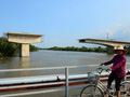 In total, the bridge has over 300 billion VND built in Saigon and abandoned for 5 years