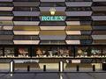 Có gì trong cửa hàng đồng hồ Rolex lớn nhất thế giới: Từng chi tiết trang trí, thiết kế không gian đều gợi nhắc đến những chiếc đồng hồ cao cấp bạc tỉ