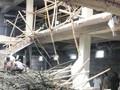Sập giàn giáo công trình xây siêu thị, nhiều người thương vong