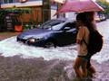 """Hà Nội mưa trắng trời, nhiều tuyến phố """"nước mênh mông như sông"""""""