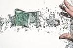 Lo ngại nguồn vốn từ các ngân hàng chảy sang thị trường chứng khoán và vàng