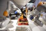 """""""Soi"""" tham vọng thống trị ngành robot của Trung Quốc: Cường quốc thế giới hay bong bóng robot?"""