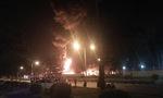 Cháy lớn tại khu công nghiệp Nội Bài lúc nửa đêm, cột khói lửa bốc cao hàng trăm mét