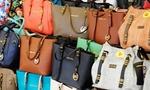 Phát hiện lô hàng quần áo, phụ kiện thời trang có dấu hiệu thẩm lậu vào Việt Nam