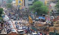 Hà Nội: Đường 'cong mềm mại' tắc nghiêm trọng