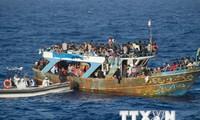 Italy cứu hơn 4.450 người di cư lênh đênh trên các con thuyền