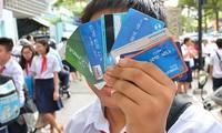 Nhiều phụ huynh lo khó kiểm soát trẻ dùng thẻ ATM