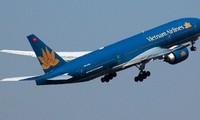 Công an HN điều tra vụ chiếu tia laze vào máy bay