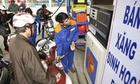 Đằng sau quyết định giảm thuế nhập khẩu xăng dầu là gì?