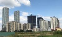 """TP.HCM: Ngộp thở với những cung đường oằn mình """"cõng"""" gần trăm tòa chung cư cao tầng"""