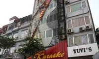 Hà Nội mạnh tay xử lý biển quảng cáo sai phạm trên các tòa nhà