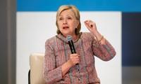 Bà Hillary hứa hẹn cấp thẻ xanh cho du học sinh