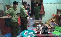 Bà chủ mua hoá chất ở chợ Kim Biên, mang về chế biến bánh in
