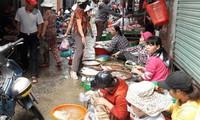 """Tiểu thương Đà Nẵng """"kêu trời"""" vì chợ tự phát vây chợ truyền thống"""