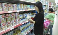 """Vì sao quản lý giá sữa liên tục bị """"đùn qua đẩy lại""""?"""