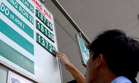 Dời lịch điều hành, xăng có thể tăng đến 1.700 đồng/lít?