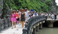 """Giải pháp nào cho du lịch Việt Nam """"cất cánh"""" bay xa?"""