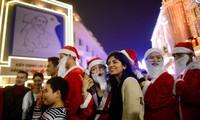 Cảnh sát tung quân làm nhiệm vụ ở phố đi bộ trong đêm Noel