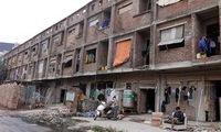 Lao động nghèo hưởng lợi từ nhà tiền tỉ bỏ hoang giữa Thủ đô