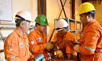 """Thu nhập của lao động ngành dầu khí: """"Thời oanh liệt"""" nay còn đâu?"""