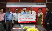 Vietlott hoàn tất trả thưởng 56,1 tỷ đồng cho người trúng Jackpot thứ tư