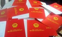 """Hà Nội tiếp tục """"thúc"""" tiến độ cấp sổ đỏ cho dân"""