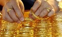 """Giá vàng """"bốc hơi"""" 200.000 đồng/lượng trong tuần"""
