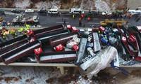 Xe cộ bẹp dúm trong tai nạn liên hoàn 56 ôtô ở Trung Quốc