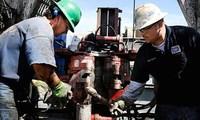 Giá dầu tăng nhờ mua ròng và đồng USD giảm