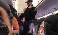 """""""Mánh"""" kiếm lợi nhuận đằng sau quyết định yêu cầu hành khách rời chuyến bay của United Airlines"""